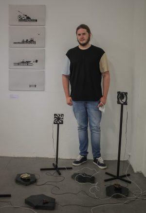 Philipp Valenta in seiner Installation